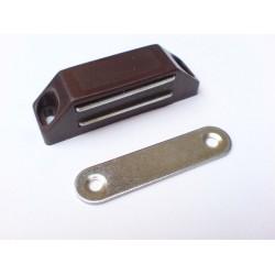 magnet nábytkový hnědý 16x61mm MC02A